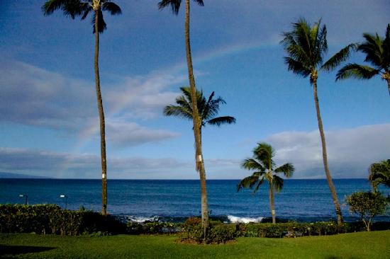 Mahina Surf: view from the pool, with the islands of Lanai on the left, Molokai on the right