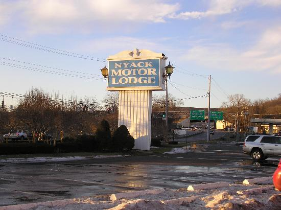 Nyack Motor Lodge: Sign