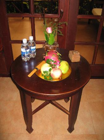 Cham Villas: Fruit platter on arrival