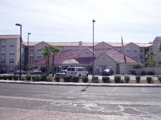 Residence Inn Tucson Williams Centre: Front of Hotel