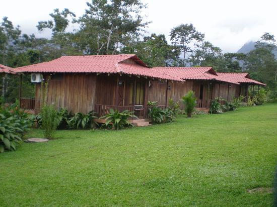 Hotel Rancho Cerro Azul: Row of cabinas