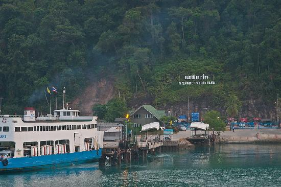 Amber Sands Beach Resort: Arriving at Koh Chang ferry terminal