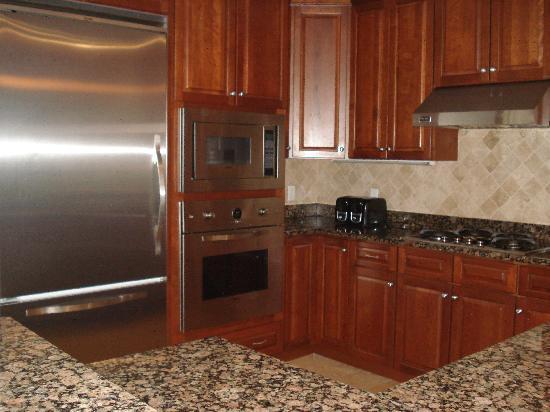 Island Vista: super clean kitchen