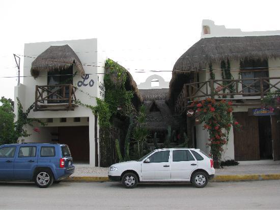 Lo Nuestro Petite Hotel: Front View