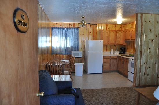 Whispering Pines Resort: kitchen