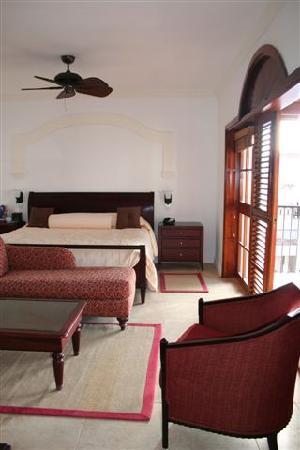 كاب ميزون ريزورت آند سبا: Master Bedroom