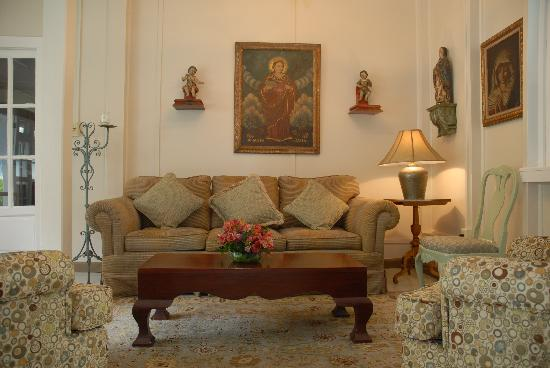 Hotel Panamonte: Nicely furnished lounges