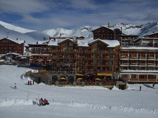 Levanna: view of hotel from the aeroski