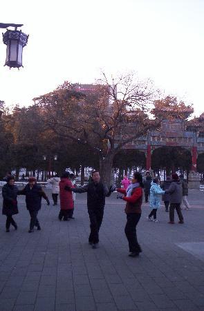 شا تان هوتل: ballroom dancers