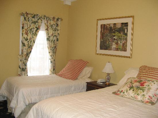 The Ocean Plaza Hotel: Another guest room
