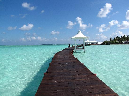 Cinnamon Hakuraa Huraa Maldives: Turquoise Lagoon