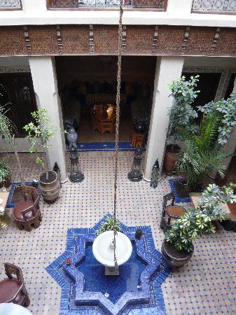 Riad le Clos des Arts: Courtyard where we ate breakfast and dinner