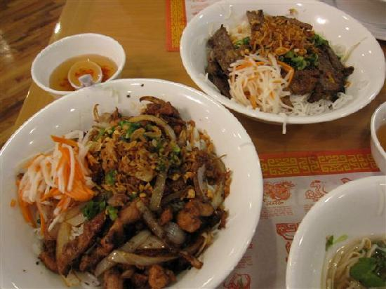Pho Saigon: Vermicelli with beef and Vermicelli with chicken - Delicious!