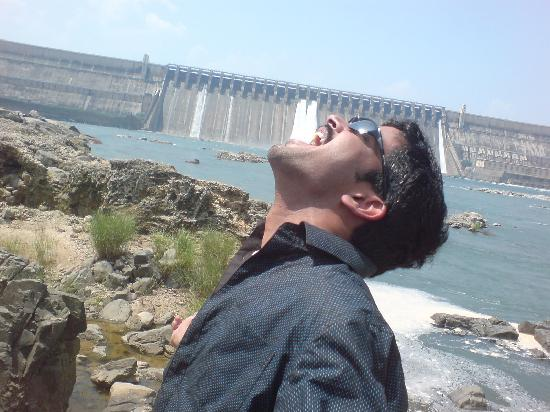 Nagarjuna Sagar, Ấn Độ: Sagar with jus 2 gates opened