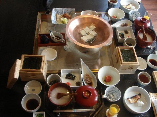 Hinanoza: 朝食