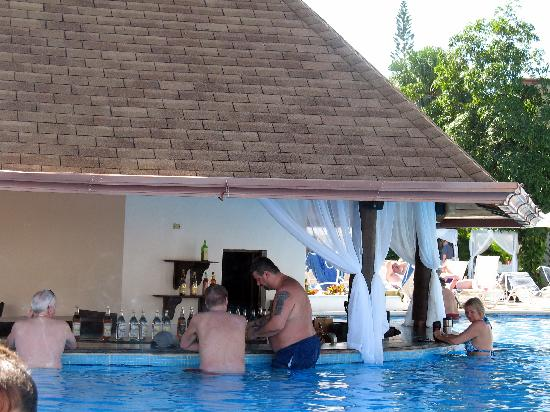 BlueBay Villas Doradas Adults Only: Pool Bar