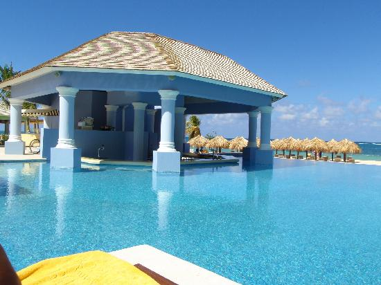 Iberostar Grand Hotel Rose Hall: Pool Bar