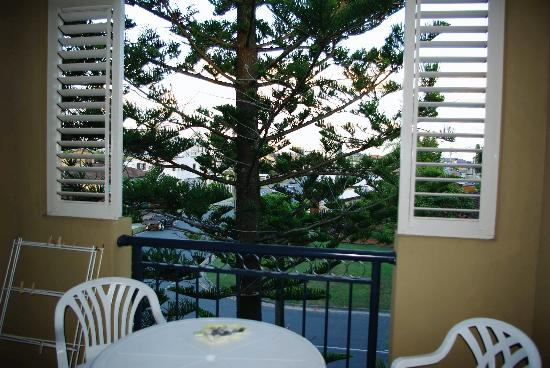 Beaches On Wave Street Gold Coast: Living room balcony facing beach