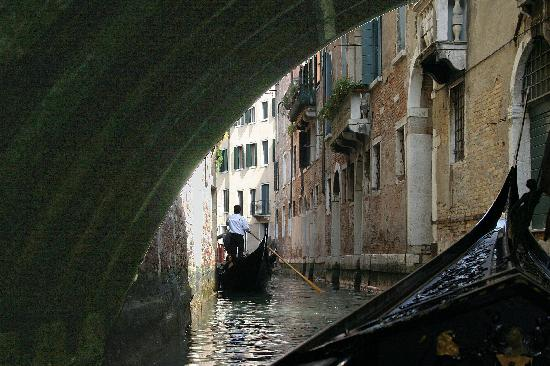 Ca' Angeli: Gondole under bridge - Venezia