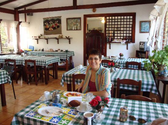 Hotel La Rosa de America: having breakfast