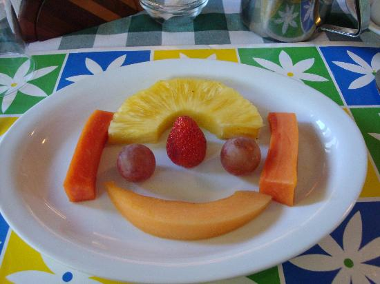 Hotel La Rosa de America: fruit plate (comes with the breakfast)
