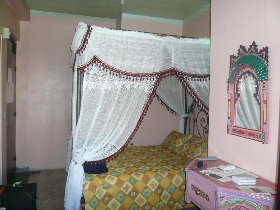 Hotel Madrid: Room on second floor