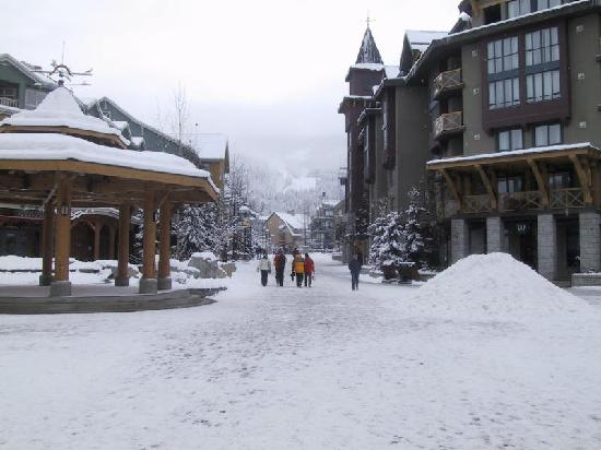 Aava Whistler Hotel: Town centre