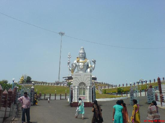 Murdeshwar, India: Shiva statue from front