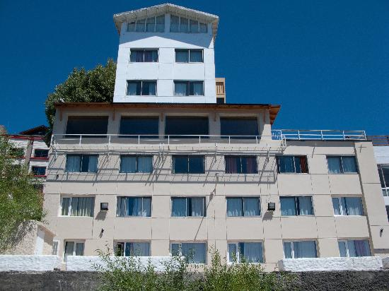 Hotel Bariloche Flat: Hotel from the back