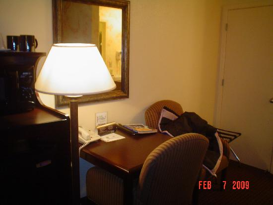 Best Western Danville Sycamore Inn: desk, lamp, and big comfy chairs for laptop!