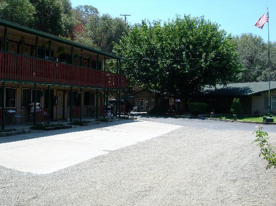 The River Inn & Cabins: esterno motel