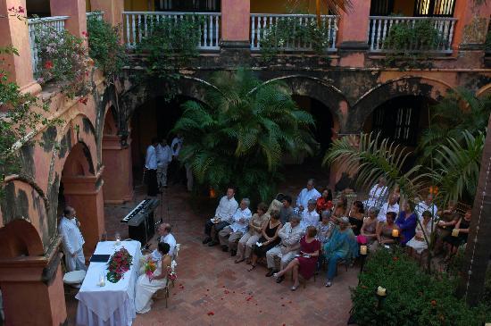 Charleston Cartagena Hotel Santa Teresa : the wedding in the courtyard
