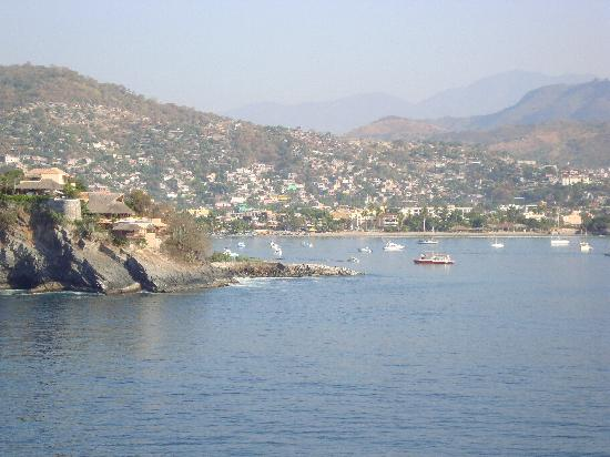 Delfiniti: coming into Zihuatanejo on the ship