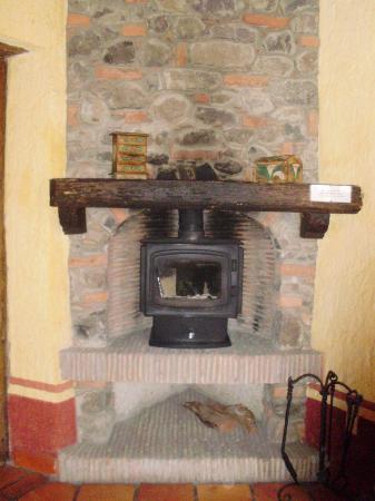 Hostal Casona de Manzano: chimenea