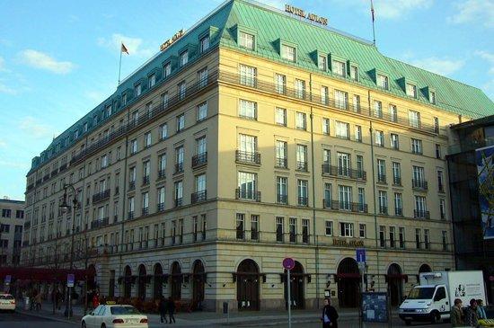 Hotel Adlon Kempinski : Hotel Adlon exterior
