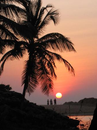Kannur Beach House: Sunset