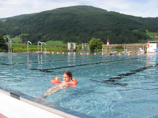 كرونبلاتس ريزورت بيرجهوتل تسيرم: das neue Schwimmbad in OLANG