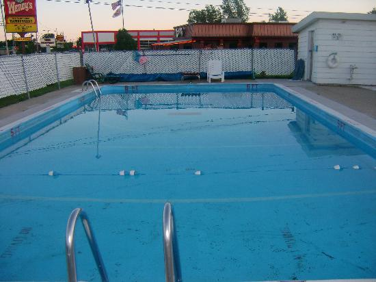 Alma Motel: outdoor swiming pool