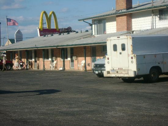 Alma Motel: motel bulding