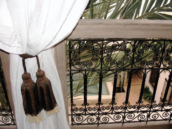 Dar Housnia : vue sur bassin cour intérieur
