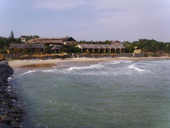 White Sands Resort: Hotel - shot from wavebreaker