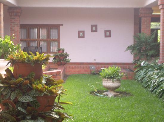 Paisaje del valle picture of hostal valle lindo cali for Como decorar un jardin con macetas