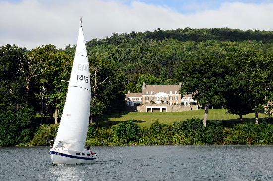 Cooperstown, NY: Sailing on Otsego Lake with Fenimore Art Museum on the shore