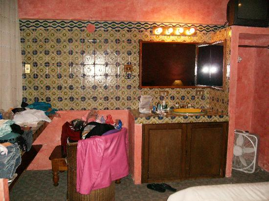 Hotel Casa Azul: vanity/sink area of room 9