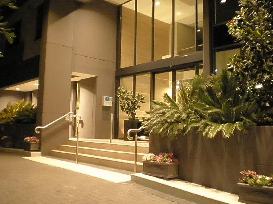 Quest Mascot Serviced Apartments: Front of Hotel