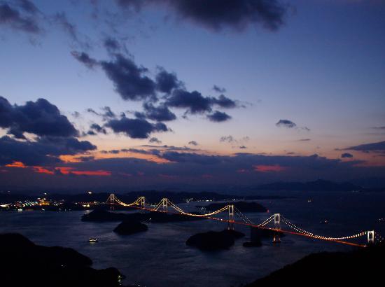 Imabari, Japon : 亀老山展望台からの来島海峡大橋の眺め2