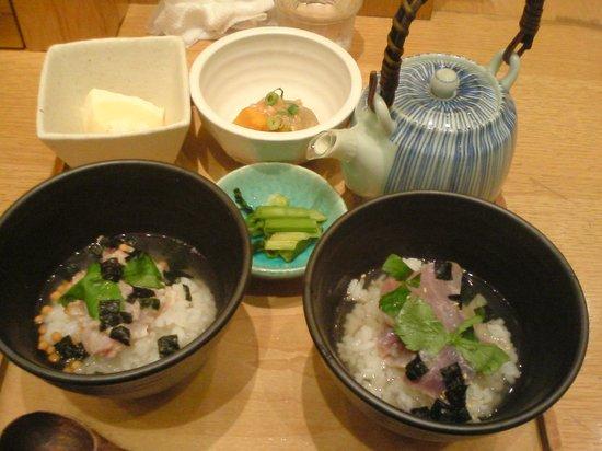 En Razona Kawasaki Plaza-branch: ハーフ&ハーフ(鯛茶&鮪づけ)