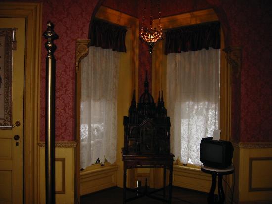 The Towers Victorian Inn: Bird house.