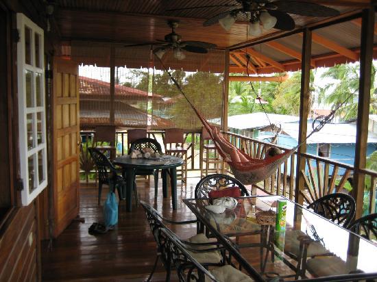 Hotel Lula's Bed and Breakfast: Lula's veranda upstairs