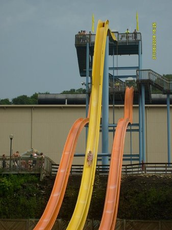 Homestead, Pensilvania: This is me coming down the Lightning Express freefall slide.